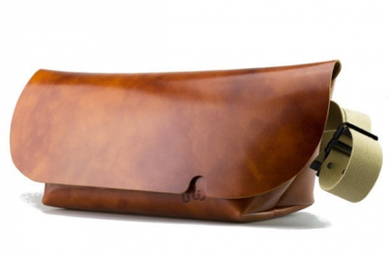 MESSENGER BAG (L)/CAMEL