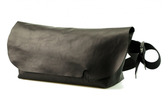 MESSENGER BAG (M)/BLACK-FAS