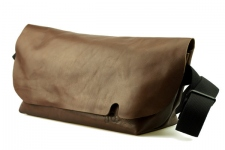 MESSENGER BAG (M)/BROWN-FAS