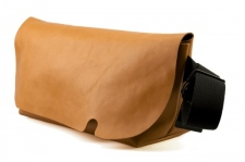 MESSENGER BAG (M)/LITE BROWN-FAS