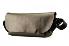 MESSENGER BAG (M)/NERO-FAS